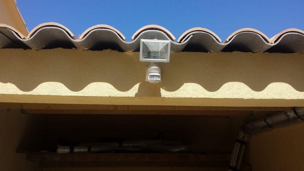 alimentation lectrique et quipement garage priv clairages et prises tlc electricit. Black Bedroom Furniture Sets. Home Design Ideas